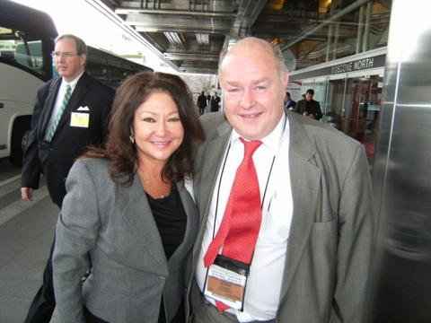 Vicky w Derek McMinn at AAOS 2008